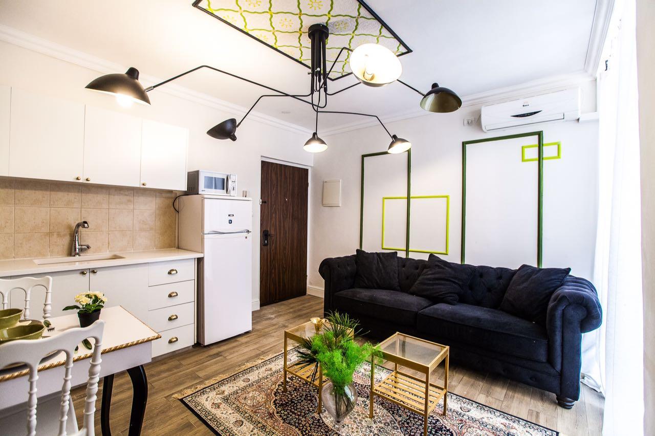 להשכרה לתקופה קצרה בירושלים, בלב העיר, דירת 3 חדרים בדופלקס , מרוהט עם טעם, מרפסת