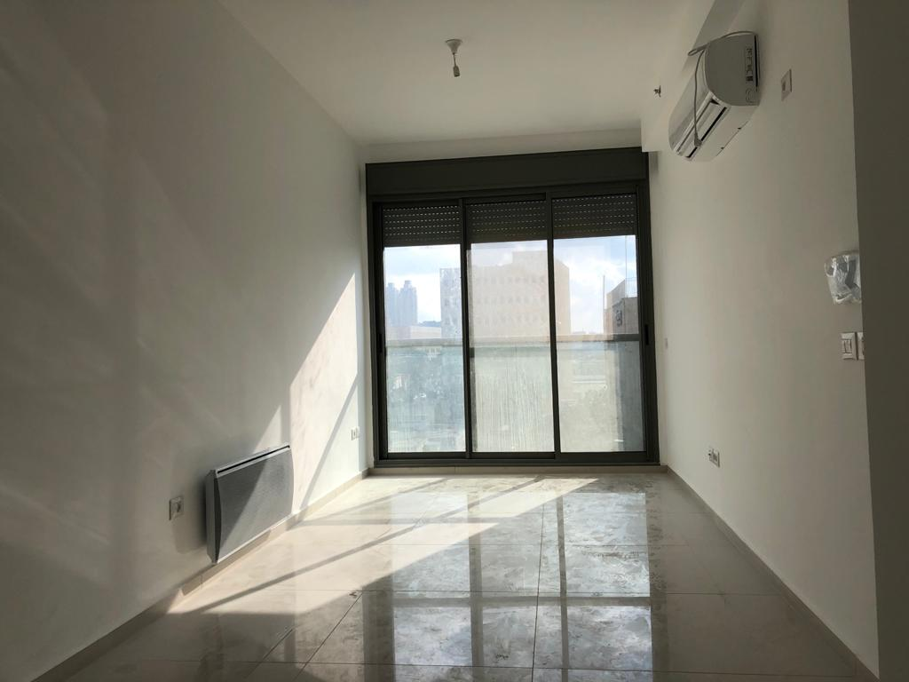 A louer, Jerusalem, Bakaa, appartement neuf 3 pièces  avec balcon