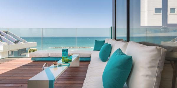 For rent, Tel Aviv sea view, 3 rooms apartment furnished, terrace, high standing