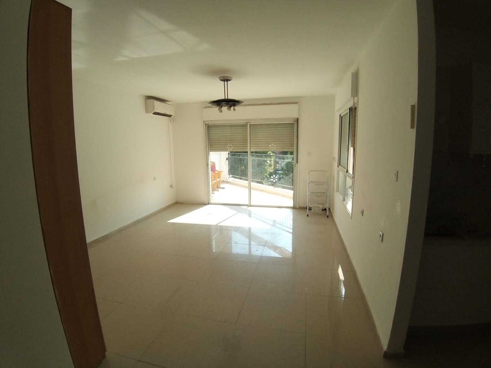 למכירה, תל-אביב, דירה נעימה בת 4 חדרים
